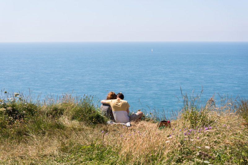 Vacances En Amoureux Au Bord De Plage à Etretat, En Normandie