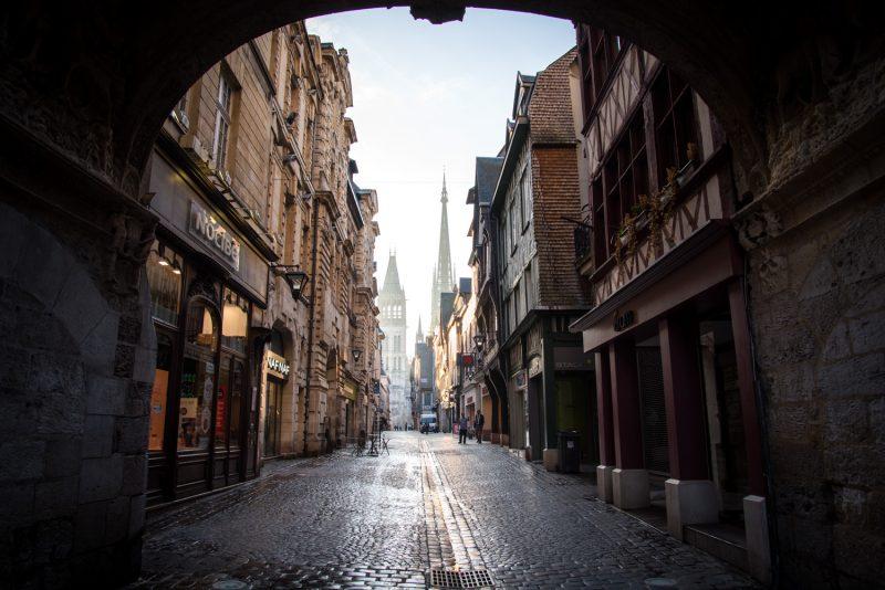 Lever De Soleil Dans La Rue Du Gros Horloge à Rouen