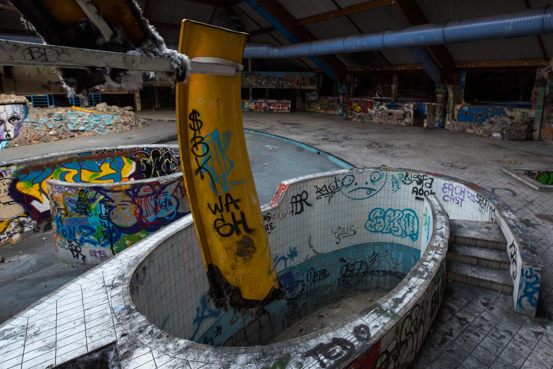 Centre aquatique abandonn piscine oc ade monsieur et for Piscine abandonnee