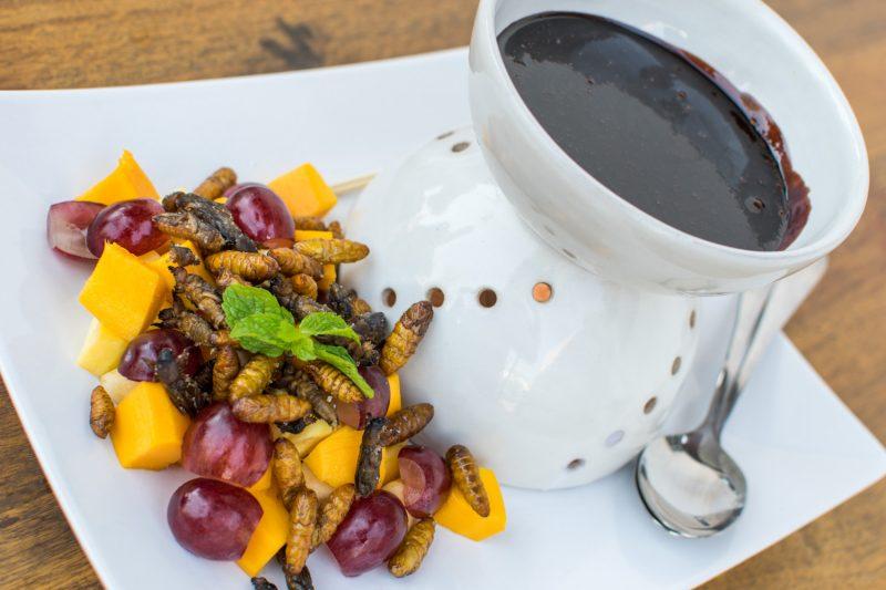 Fondue Chocolat Insectes Restaurant Cambodge