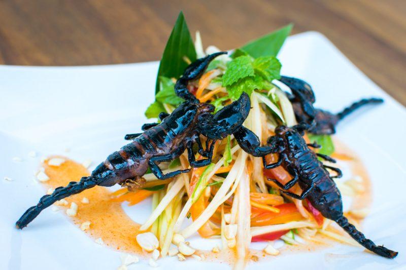 Salade Papaye Scorpions Insectes Restaurant Cambodge