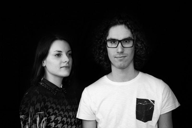 We Are Vertikal - Portrait Noir Et Blanc Sombre