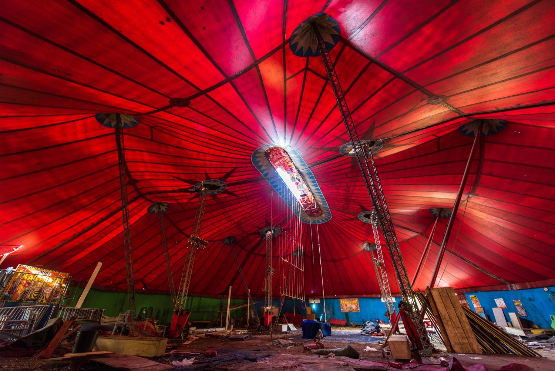 Chapiteau De Cirque Laissé à L'abandon