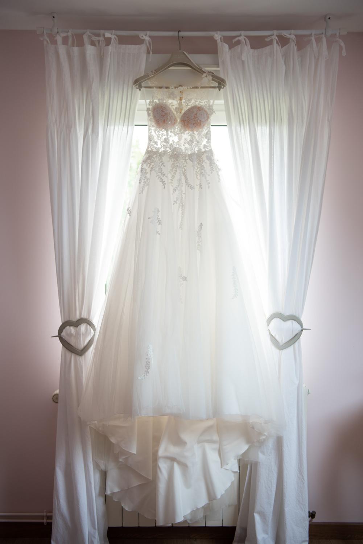 Robe de mariée - Préparatifs de la mariée - Photographes mariage Normandie, Rouen - M. et Mme Shoes