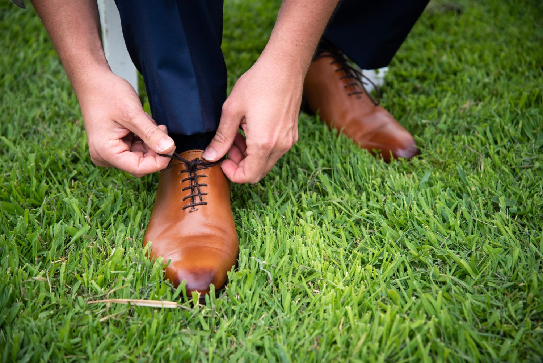 Préparatifs du marié - Photographes mariage Normandie, Rouen - M. et Mme Shoes